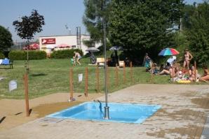 Sprcha u dětského bazénku